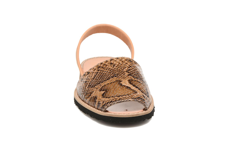 Sandales et nu-pieds MINORQUINES Avarca Beige vue portées chaussures