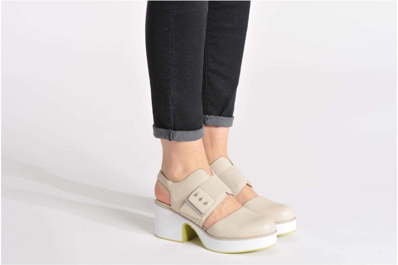 Sandalen Shellys London Costain beige ansicht von unten / tasche getragen