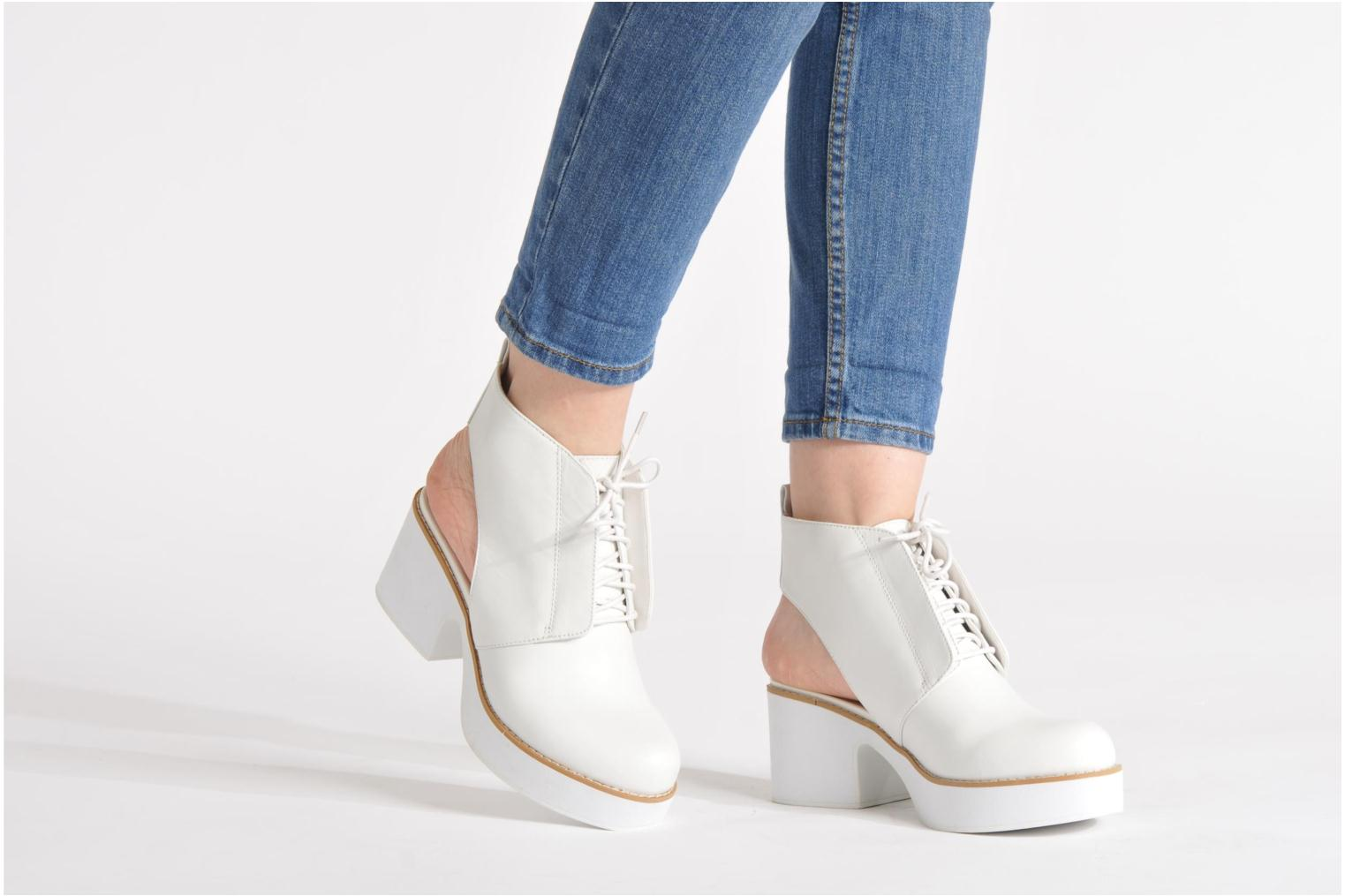 Botines  Shellys London Michellton Blanco vista de abajo