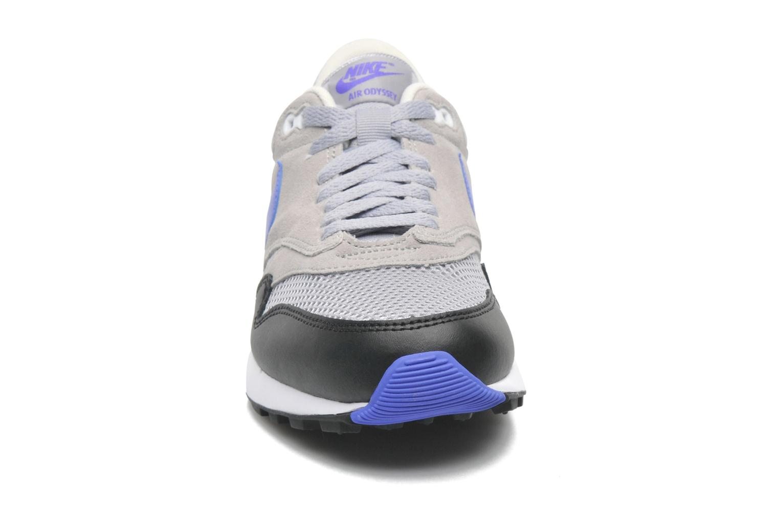 Baskets Nike Nike Air Odyssey Gris vue portées chaussures
