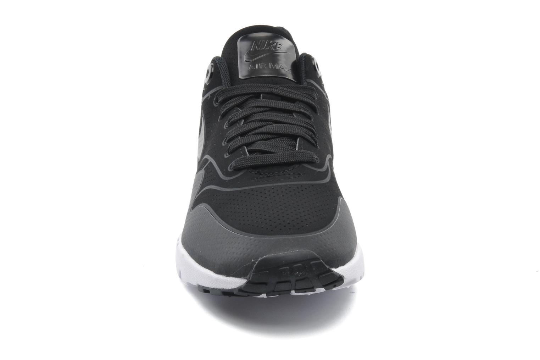 Baskets Nike Wmns Air Max 1 Ultra Moire Noir vue portées chaussures