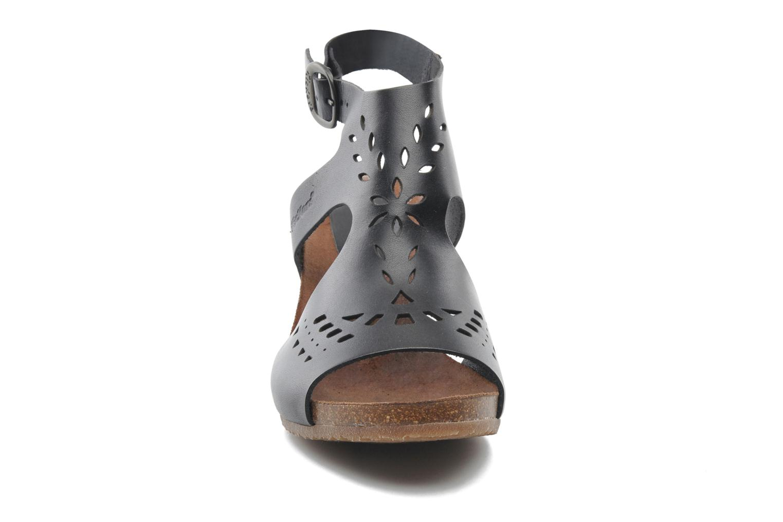 Sandales et nu-pieds Kickers Sperfo Noir vue portées chaussures
