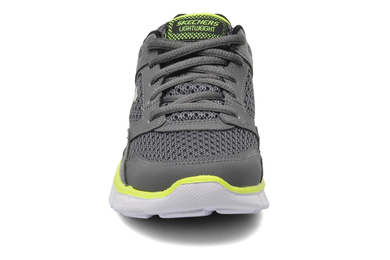 Sneaker Skechers Equalizer grau schuhe getragen