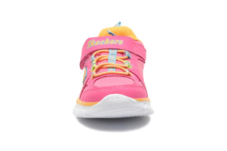 Sneakers Skechers Synergy Lovespun Rosa modello indossato