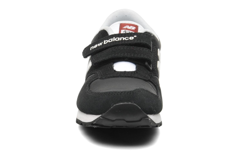 Baskets New Balance KE420 J Noir vue portées chaussures