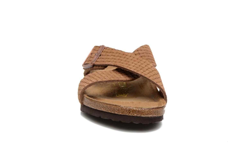 Sandales et nu-pieds Birkenstock Tunis Nubuck M Marron vue portées chaussures
