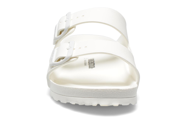 Sandales et nu-pieds Birkenstock Arizona EVA M Blanc vue portées chaussures