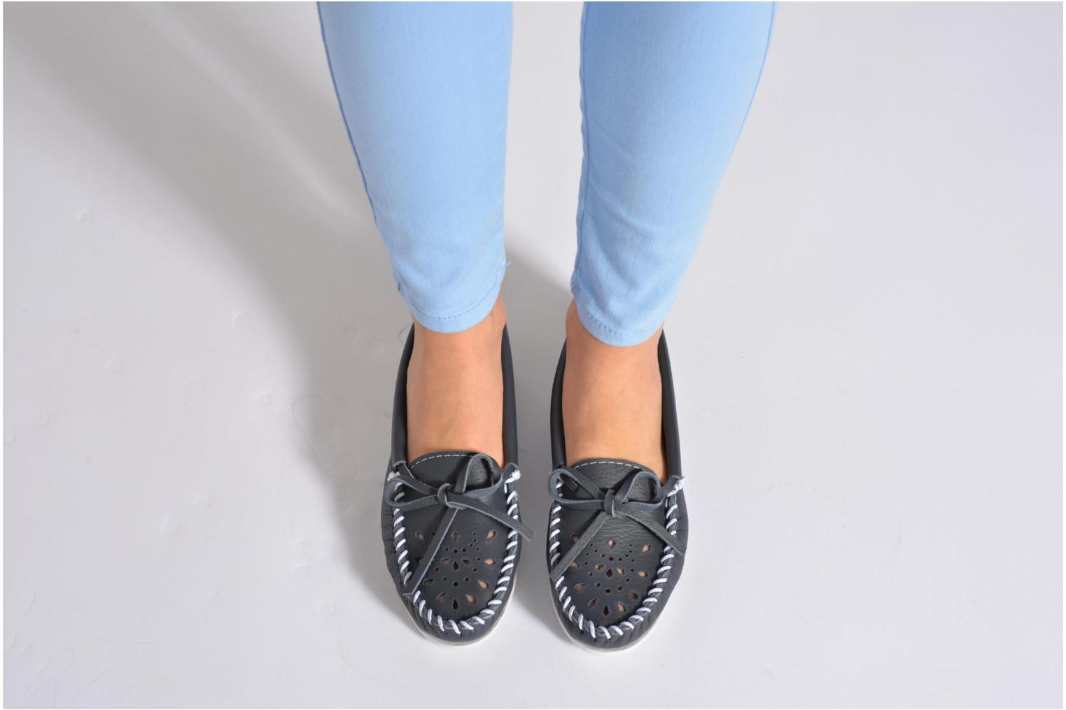 Mocasines Minnetonka Cut out leather moc Azul vista de abajo