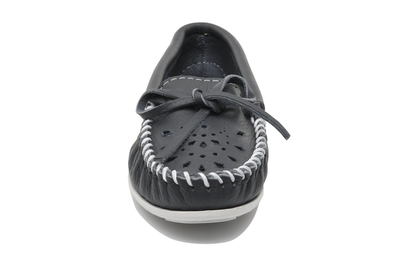 Loafers Minnetonka Cut out leather moc Blå bild av skorna på