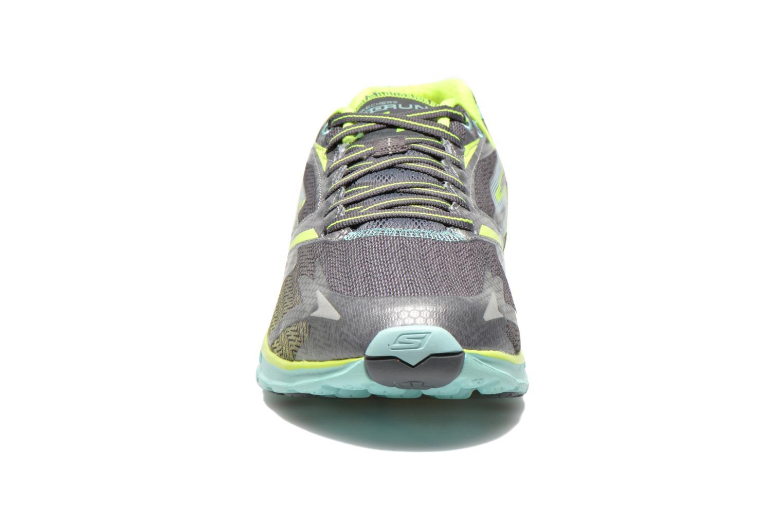 Chaussures de sport Skechers Go Run 4 13995 Gris vue portées chaussures