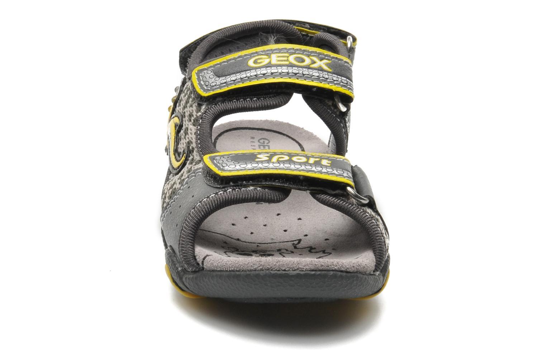 Sandales et nu-pieds Geox B SAND.STRIKE A - MESH+DBK Gris vue portées chaussures