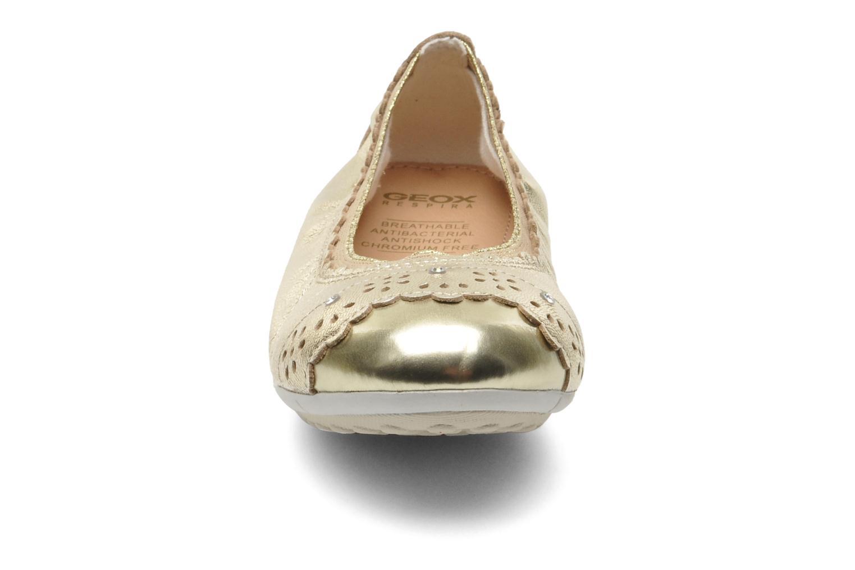 Ballerines Geox J PIUMA BALL A - CAPRA PERL. Or et bronze vue portées chaussures