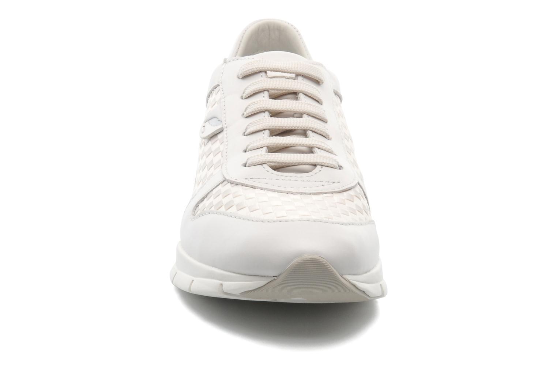 D SUKIE A D52F2A White