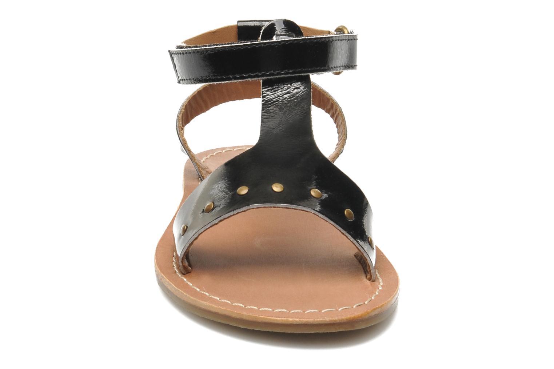 Sandalias Kickers DIZAINE V Negro vista del modelo