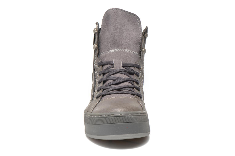 Sneaker Pataugas Pacy grau schuhe getragen