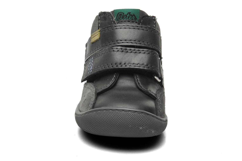 Scarpe con gli strappi Aster Pavel Nero modello indossato