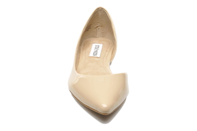 Ballerines Steve Madden ELUSION Beige vue portées chaussures