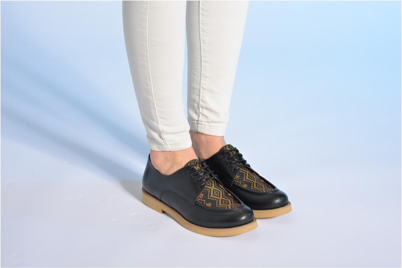Chaussures à lacets Made by SARENZA Cape Town #5 Noir vue bas / vue portée sac