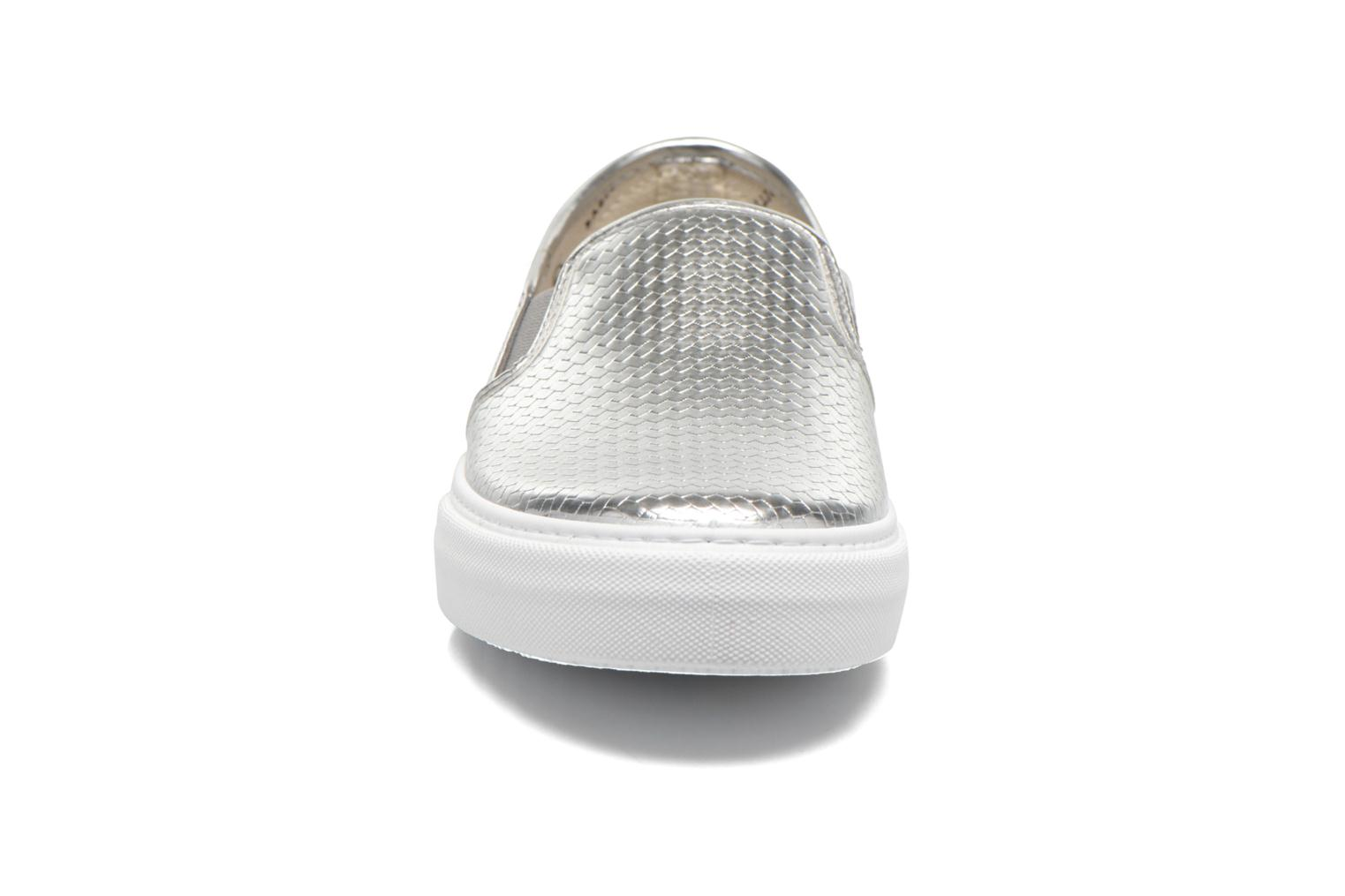 Sneakers Victoria Slip-on Metalizada Argento modello indossato