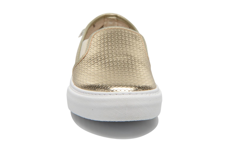 Sneakers Victoria Slip-on Metalizada Oro e bronzo modello indossato