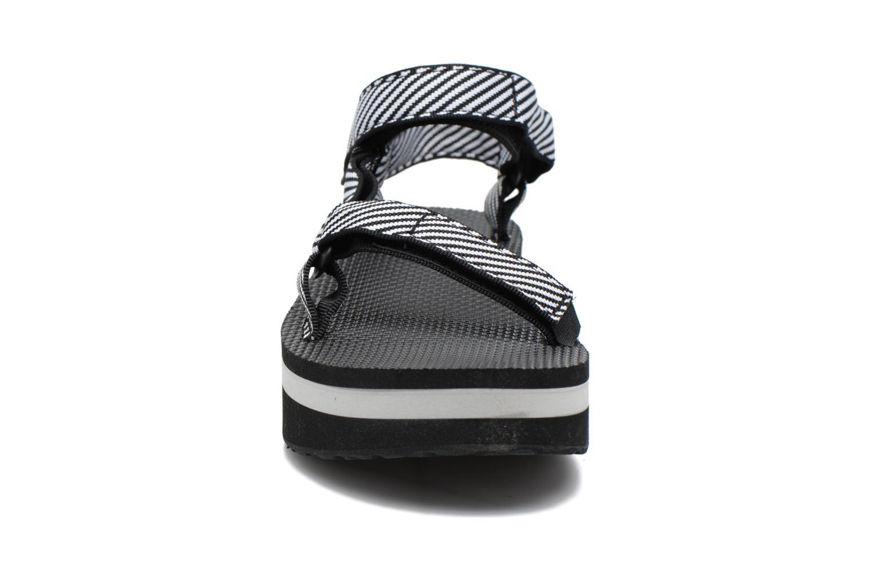 Sandali e scarpe aperte Teva Flatform Universal Nero modello indossato