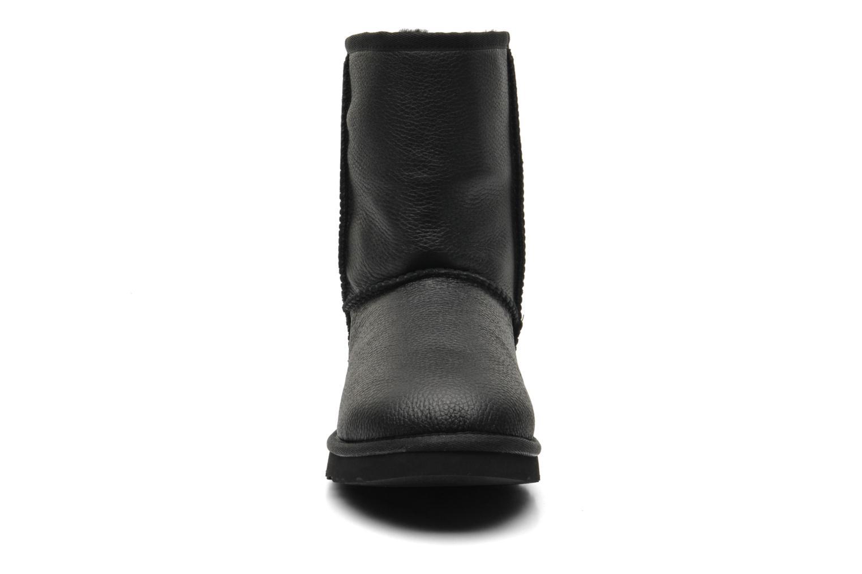 Bottines et boots UGG Classic Short Leather M Noir vue portées chaussures
