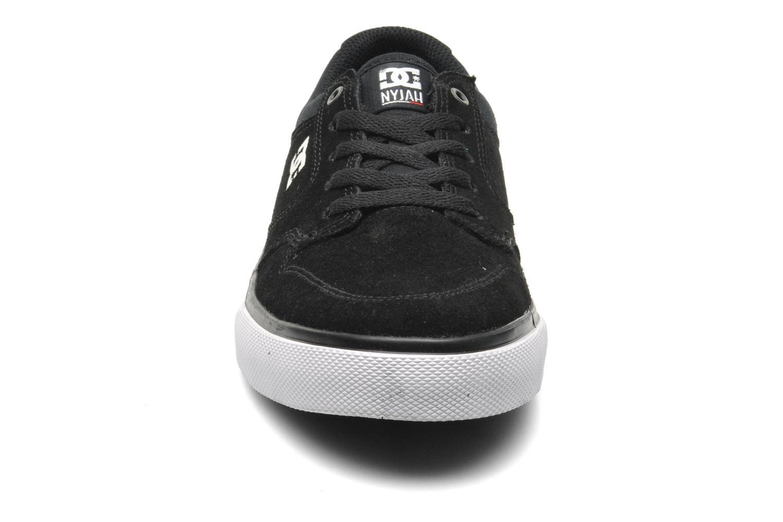 Baskets DC Shoes NYJAH VULC Kids Noir vue portées chaussures
