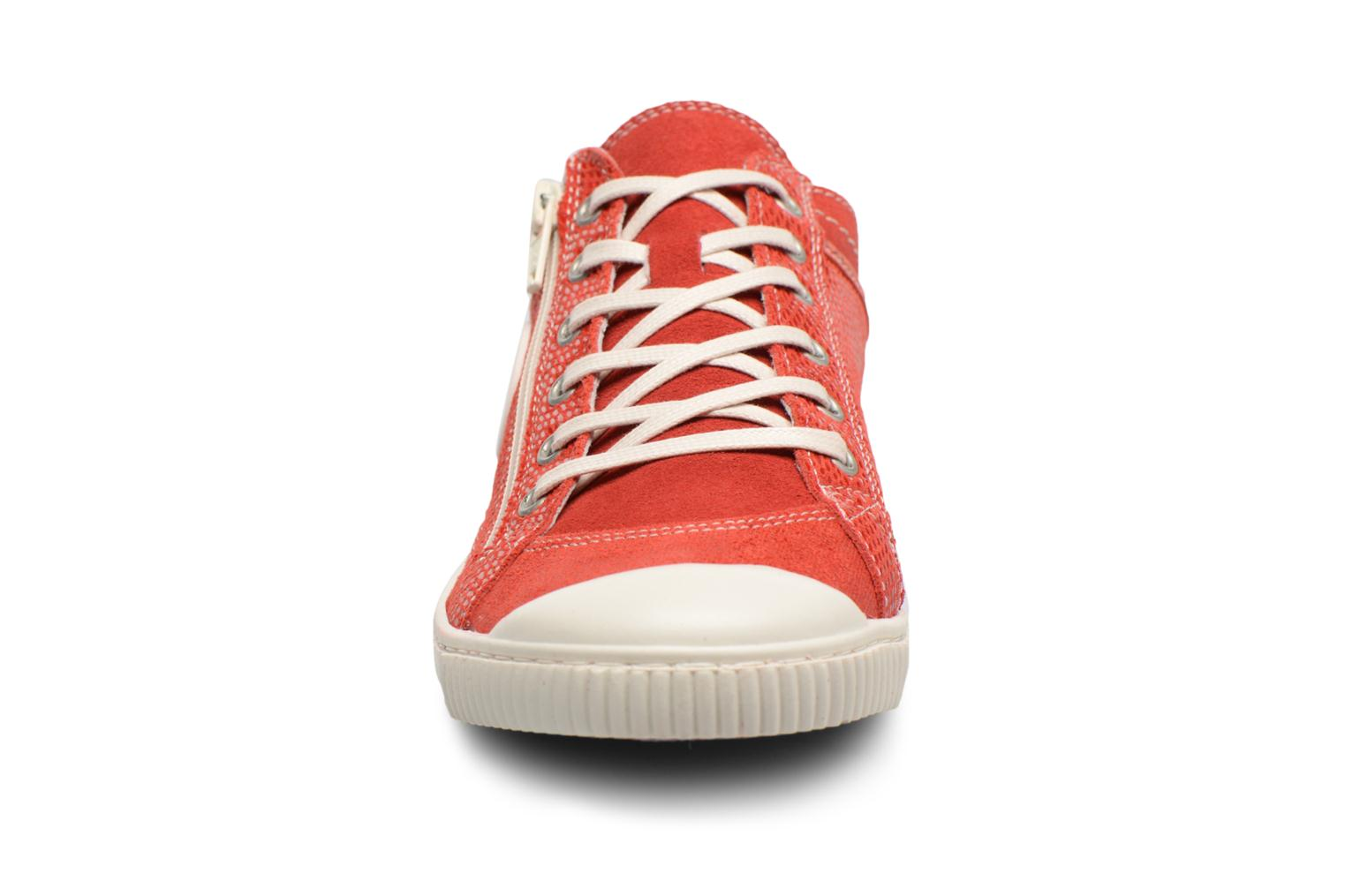 Baskets Pataugas Bisk Rouge vue portées chaussures