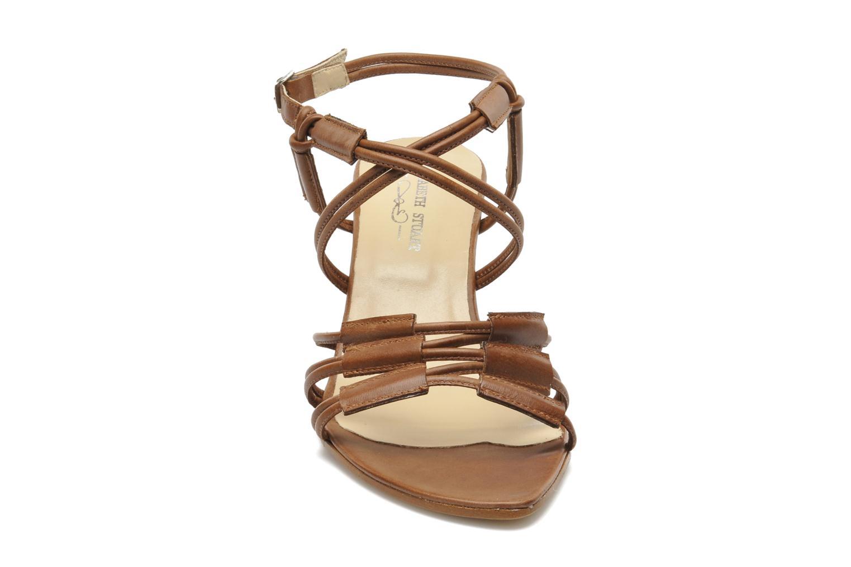 Sandales et nu-pieds Elizabeth Stuart Bakou Marron vue portées chaussures