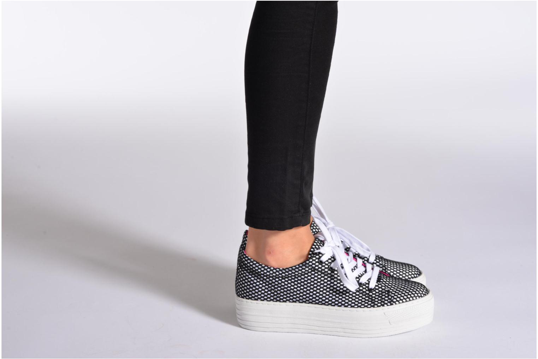 Sneaker CULT Kiss Low 738 schwarz ansicht von unten / tasche getragen