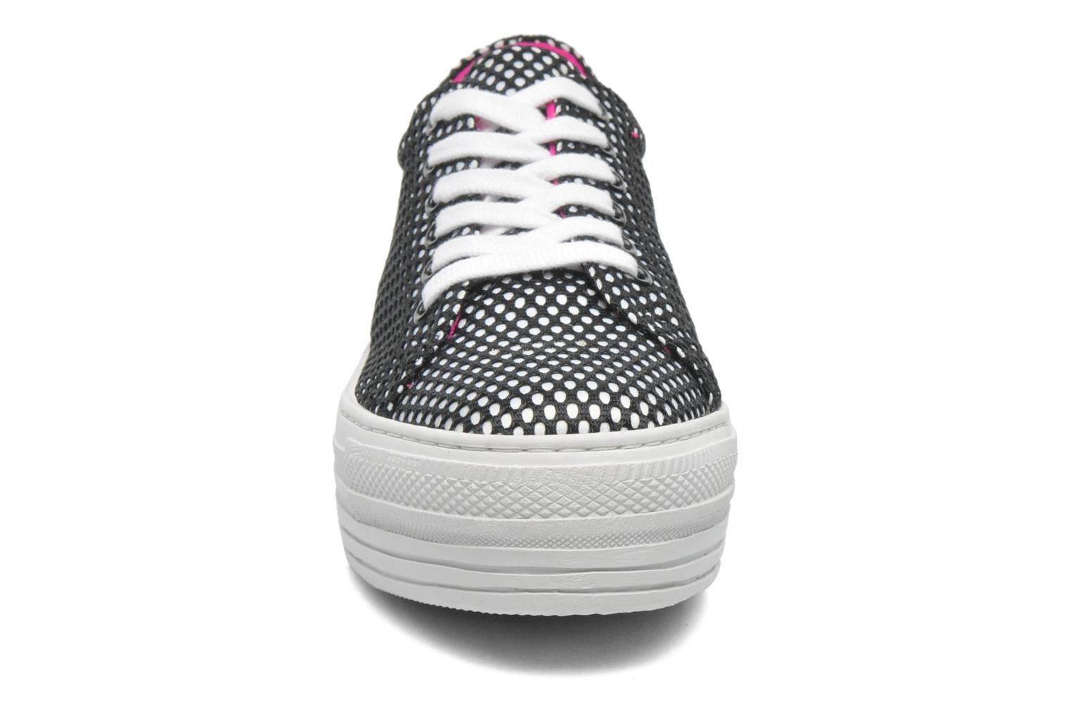 Trainers CULT Kiss Low 738 Black model view