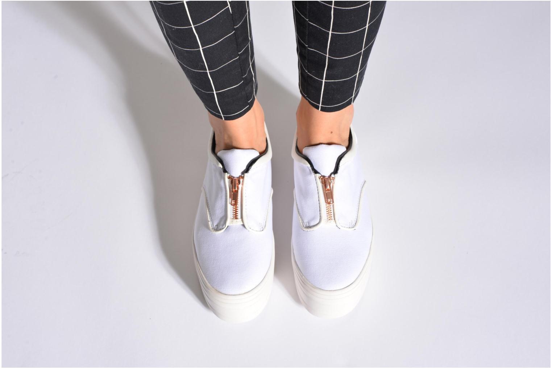 Sneaker Eleven paris Posh weiß ansicht von unten / tasche getragen