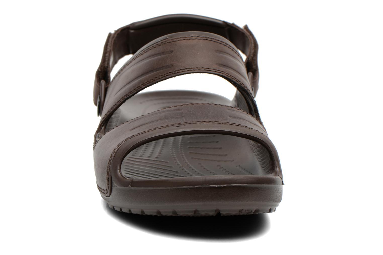 Sandales et nu-pieds Crocs Yukon Two-Strap Sandal M Marron vue portées chaussures