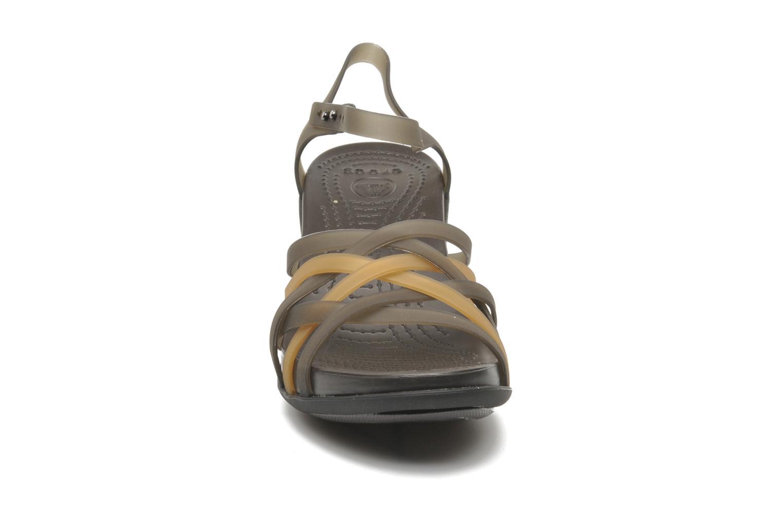Sandalias Crocs Huarache Sandal Wedge W Marrón vista del modelo