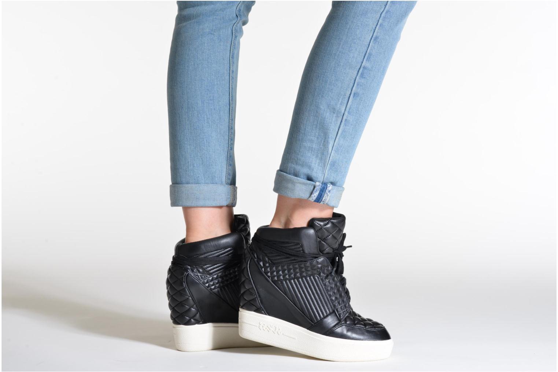Sneaker Ash Azimut schwarz ansicht von unten / tasche getragen