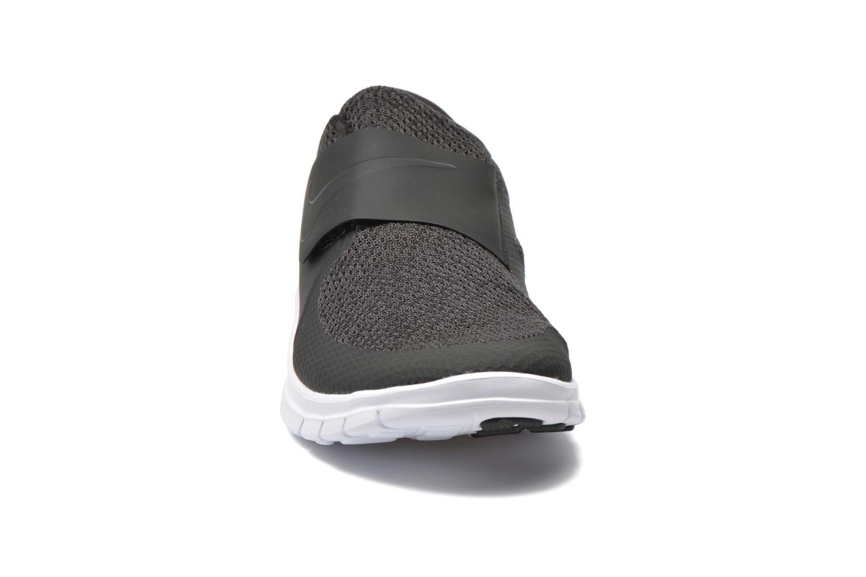 Baskets Nike Nike Free Socfly Noir vue portées chaussures