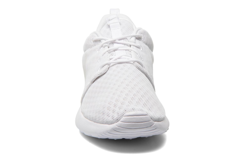 Baskets Nike Nike Roshe One Br Blanc vue portées chaussures