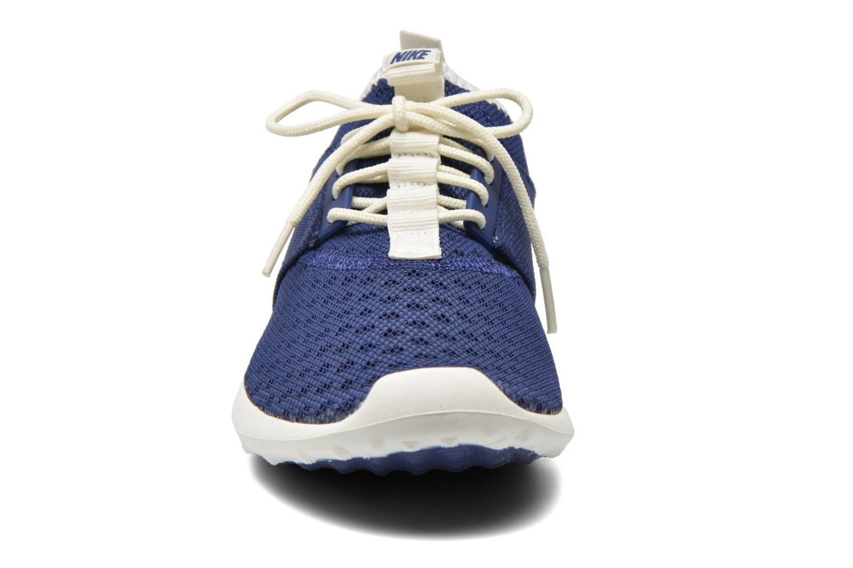 Baskets Nike Nike Juvenate Bleu vue portées chaussures