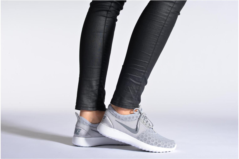 Baskets Nike Wmns Nike Juvenate Gris vue bas / vue portée sac