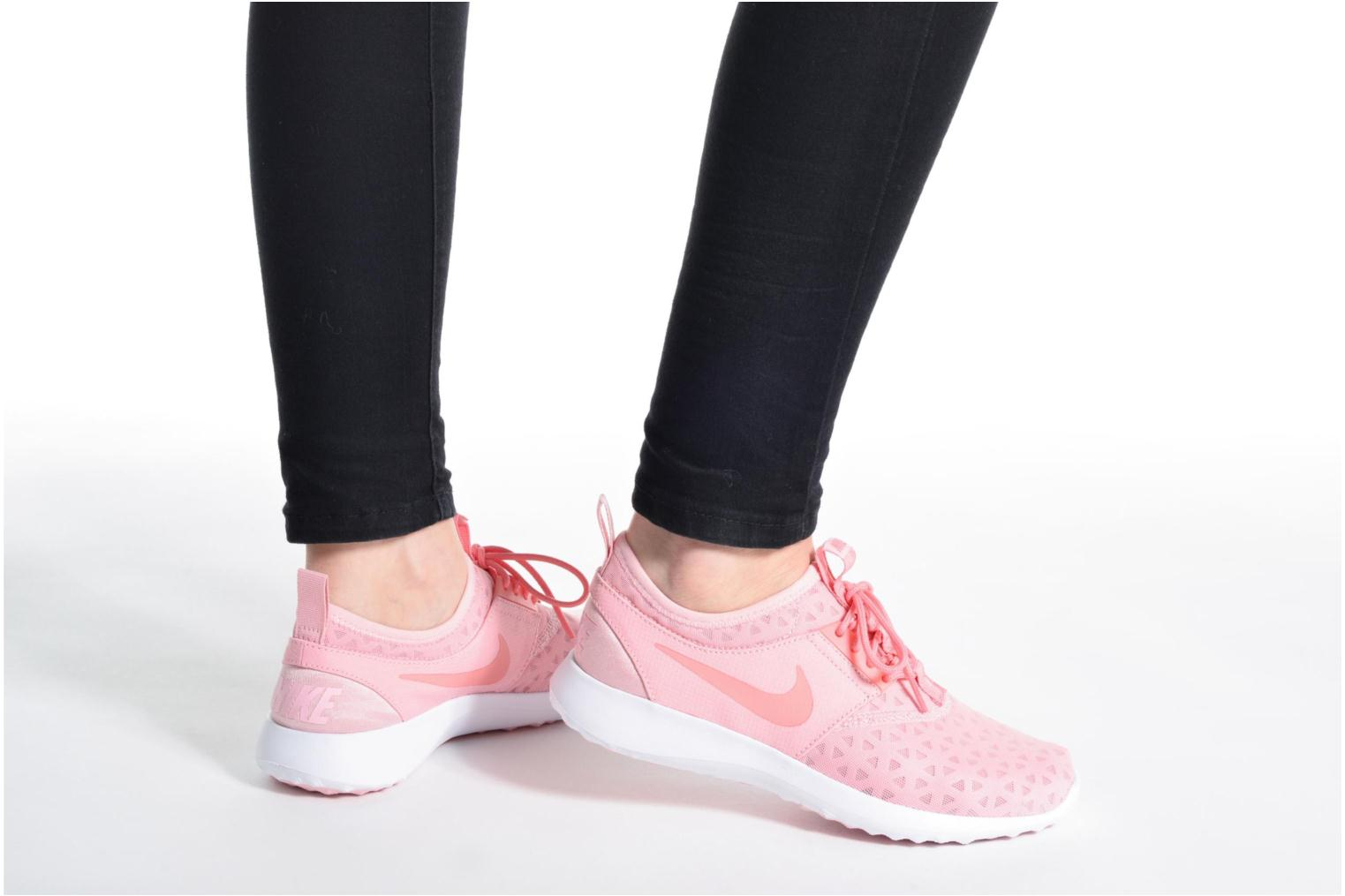 Baskets Nike Wmns Nike Juvenate Rose vue bas / vue portée sac