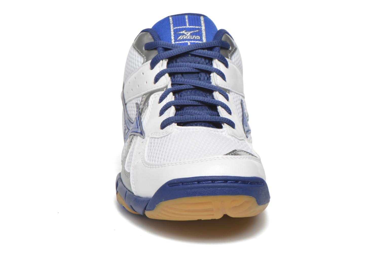 Chaussures de sport Mizuno Wave Twister 4 Blanc vue portées chaussures
