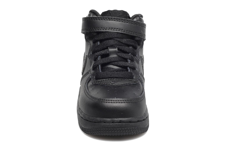 Baskets Nike Air Force 1 Mid (TD) Noir vue portées chaussures