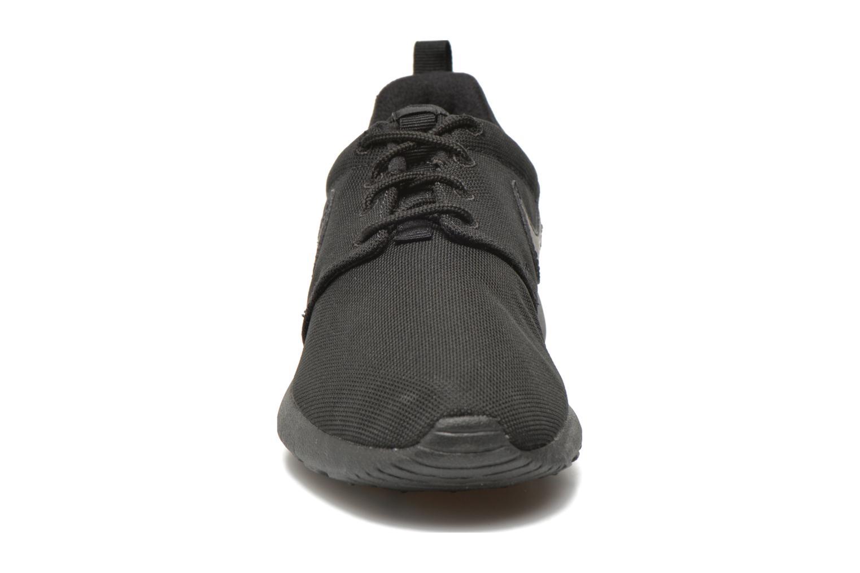 Baskets Nike NIKE ROSHE ONE (GS) Noir vue portées chaussures