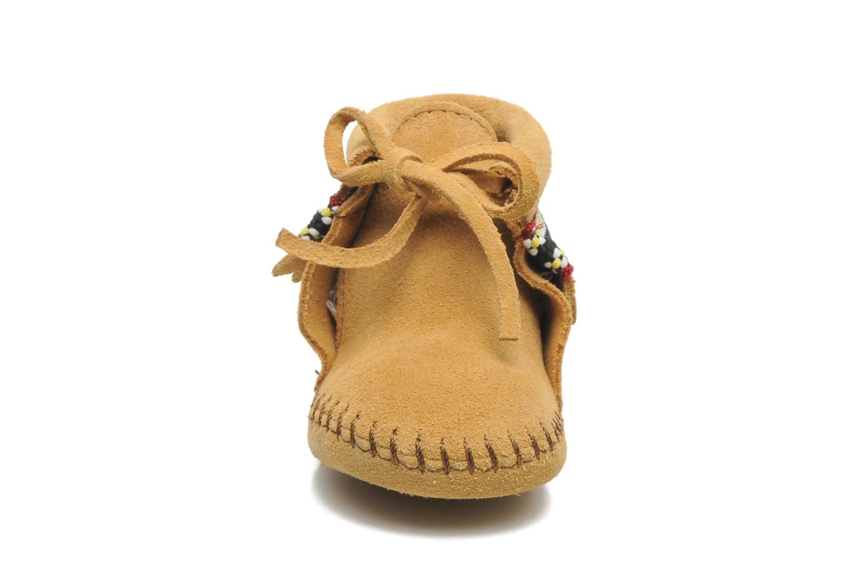 Chaussons Minnetonka Braid Bootie Beige vue portées chaussures