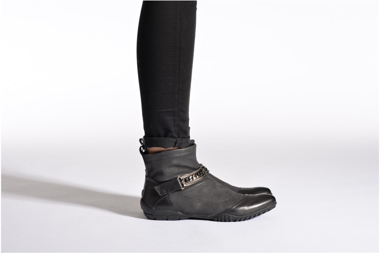 Bottines et boots UME Un matin d'été LOUISY Noir vue bas / vue portée sac