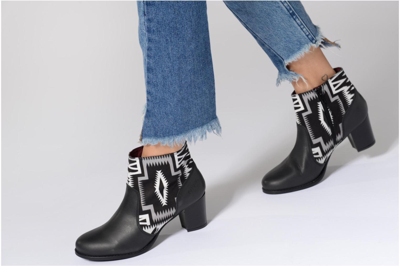 Bottines et boots Desigual Cris Noir vue bas / vue portée sac