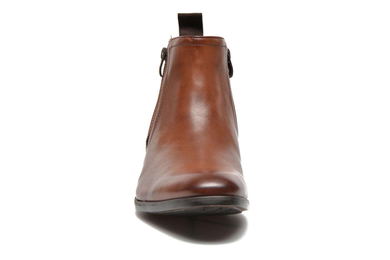 Bottines et boots Clarks Banfield Zip Marron vue portées chaussures