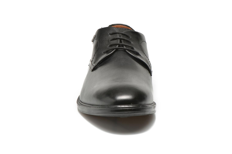 Scarpe con lacci Clarks Chilver Walk GTX Nero modello indossato