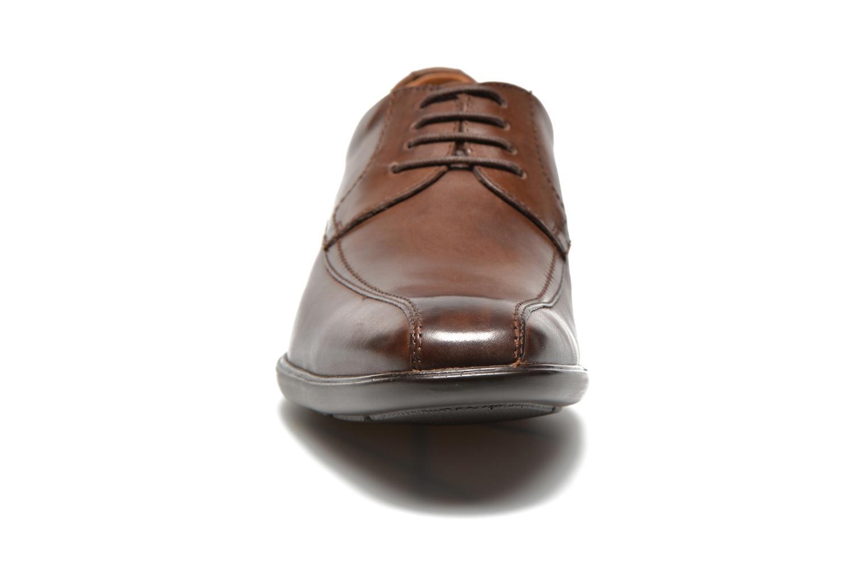 Chaussures à lacets Clarks Gosworth Over Marron vue portées chaussures