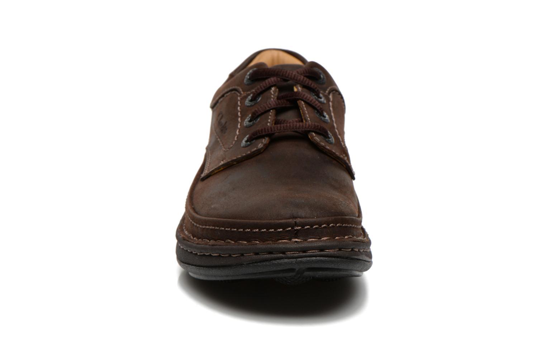 Chaussures à lacets Clarks Nature Three Marron vue portées chaussures